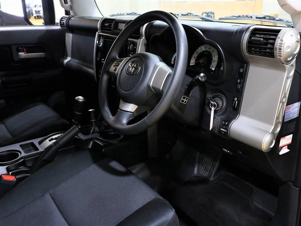 コックピットのような内装!カッコいいです♪ | トヨタ FJクルーザー 4.0 ブラックカラーパッケージ 4WD
