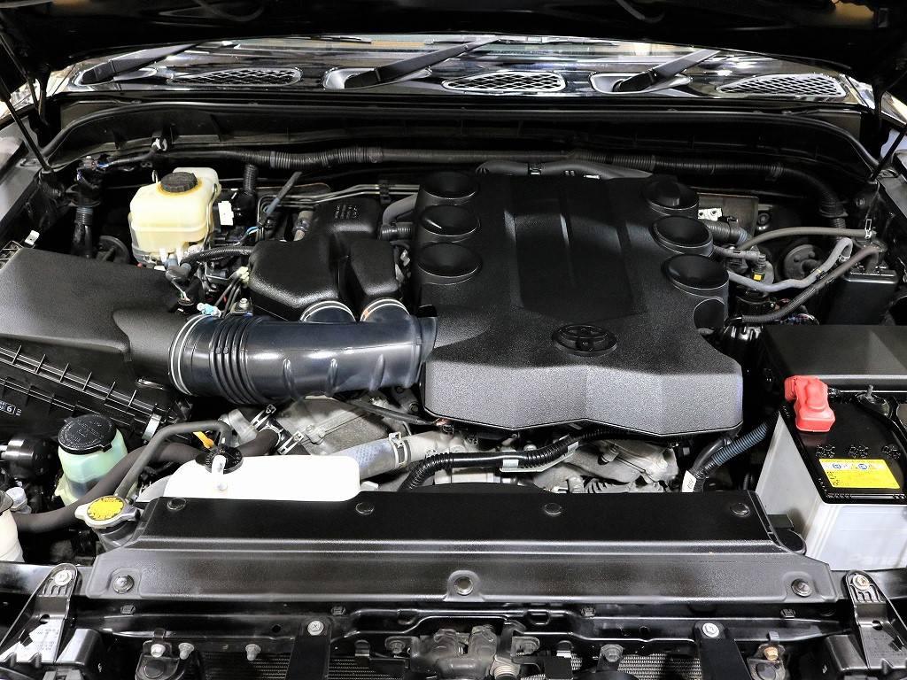 4000CCのエンジンルーム! | トヨタ FJクルーザー 4.0 ブラックカラーパッケージ 4WD