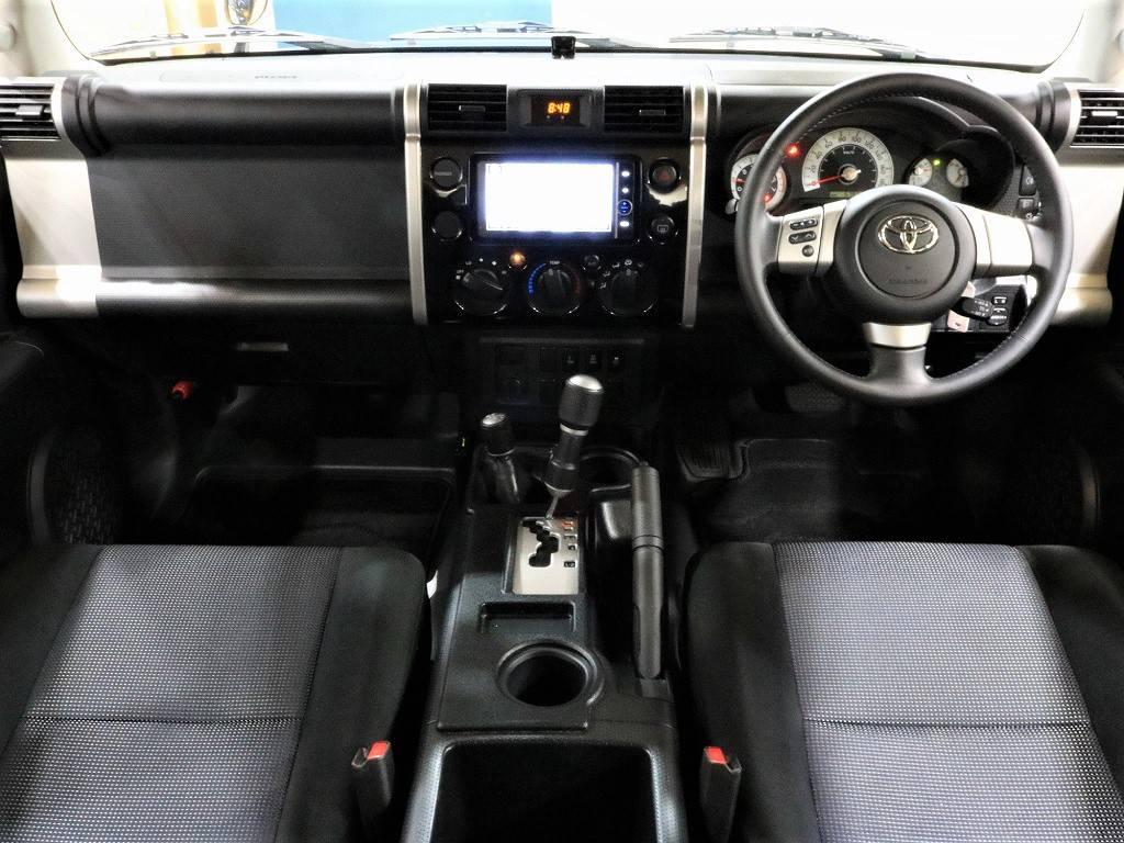 内装はシンプルで操作もとっても簡単です♪ | トヨタ FJクルーザー 4.0 ブラックカラーパッケージ 4WD