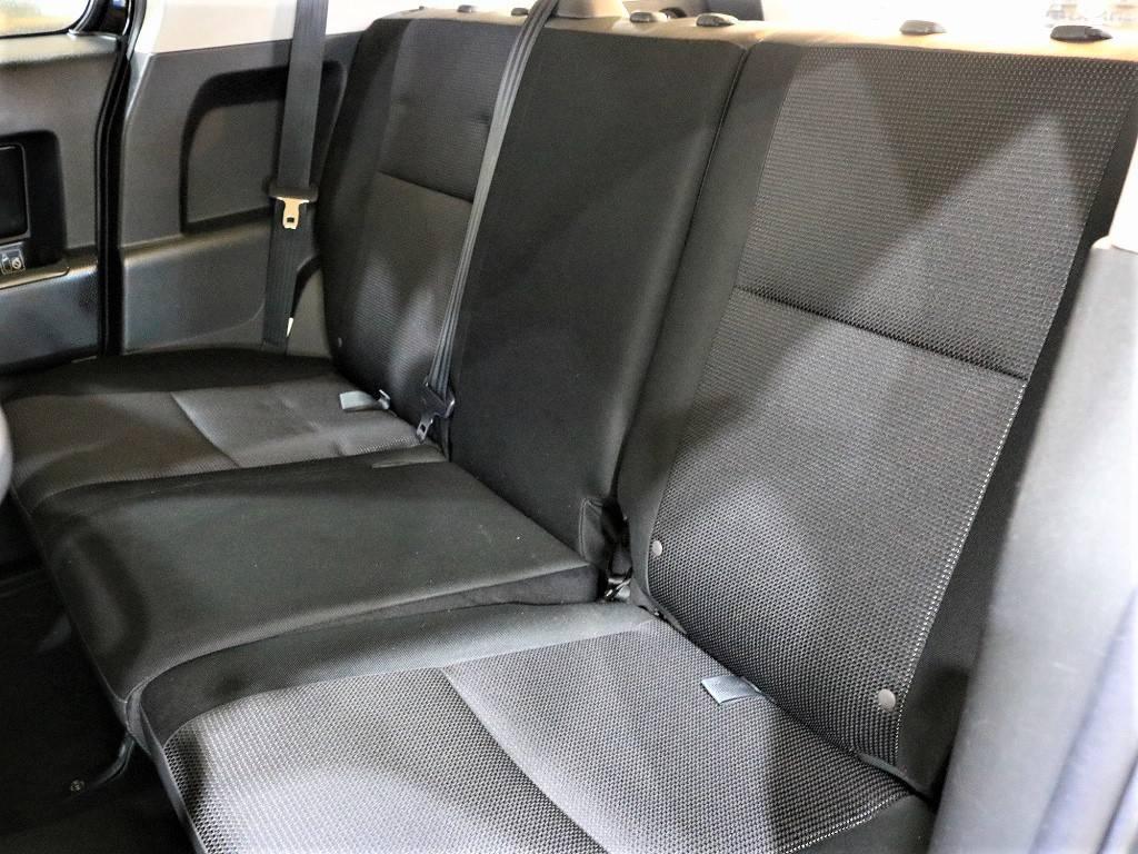 2ndシートは跳ね上げも可能で荷室として使う事も出来ます♪ | トヨタ FJクルーザー 4.0 ブラックカラーパッケージ 4WD