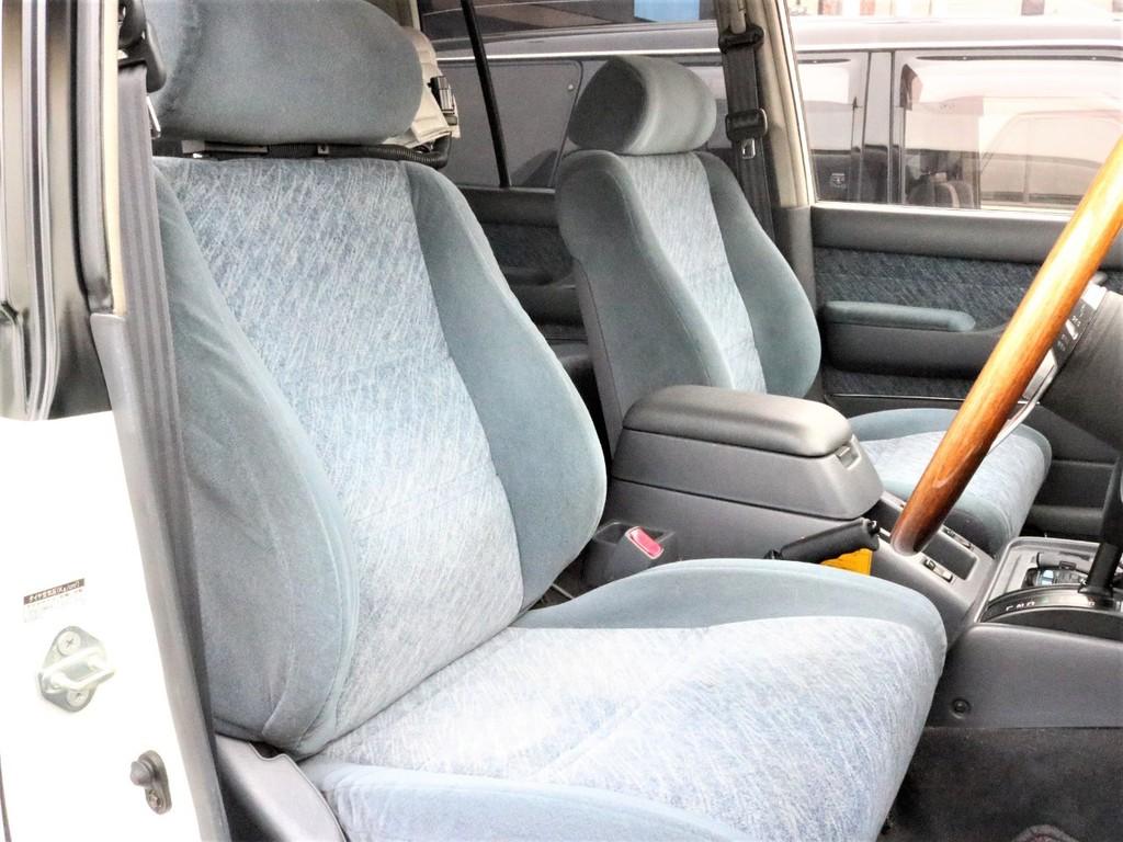 運転席、助手席共に綺麗に保たれております♪
