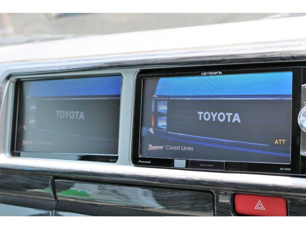 フロントのデュアルモニターは運転席側をナビ画面にし、助手席側をお好みの映像をご覧いただく事も出来ます! | トヨタ ハイエース 2.7 GL ロング ミドルルーフ 新型【TSSP付】