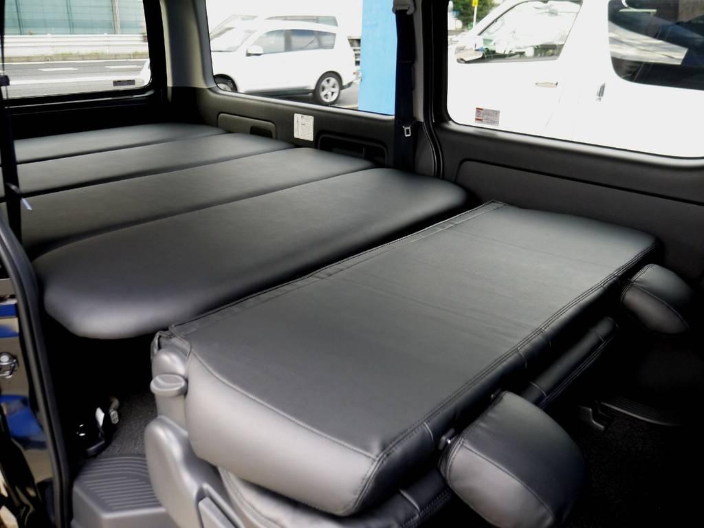 セカンドシートを格納すればベットキットとフラットでお使いいただけます。 | トヨタ ハイエースバン 2.8 スーパーGL ロング ディーゼルターボ ベットキットパッケージ