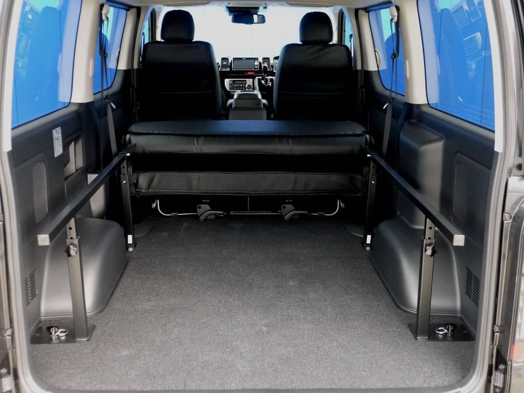 ベットマットは取り外しもできます。 | トヨタ ハイエースバン 2.8 スーパーGL ロング ディーゼルターボ ベットキットパッケージ