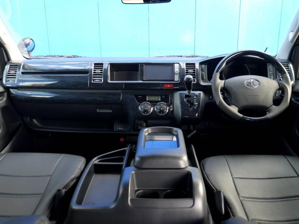 ブラックウッドインテリア&ブラックレザー調シートカバーで高級感を演出!! | トヨタ レジアスエース 2.7 スーパーGL ワイド ミドルルーフ ロングボディ 4WD アウトドアパッケージ