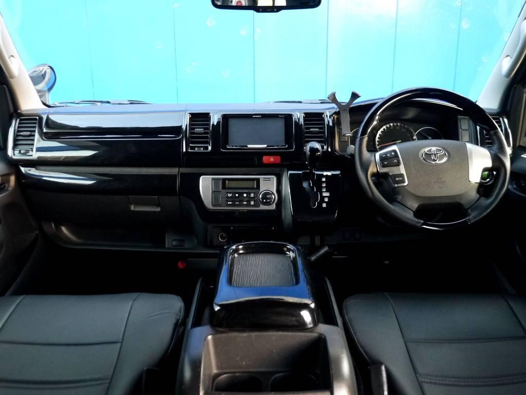 ブラクレザー調シートカバー&ピアノブラックインテリアで高級感を演出!! | トヨタ ハイエースバン 3.0 スーパーGL ロング ディーゼルターボ ブラックカスタム
