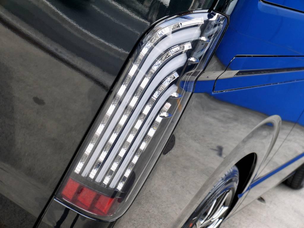 フレックスオリジナル 煌ブラックLEDテールをセット!! | トヨタ ハイエースバン 2.0 スーパーGL ダークプライム ロングボディ ブラックカスタムパッケージ