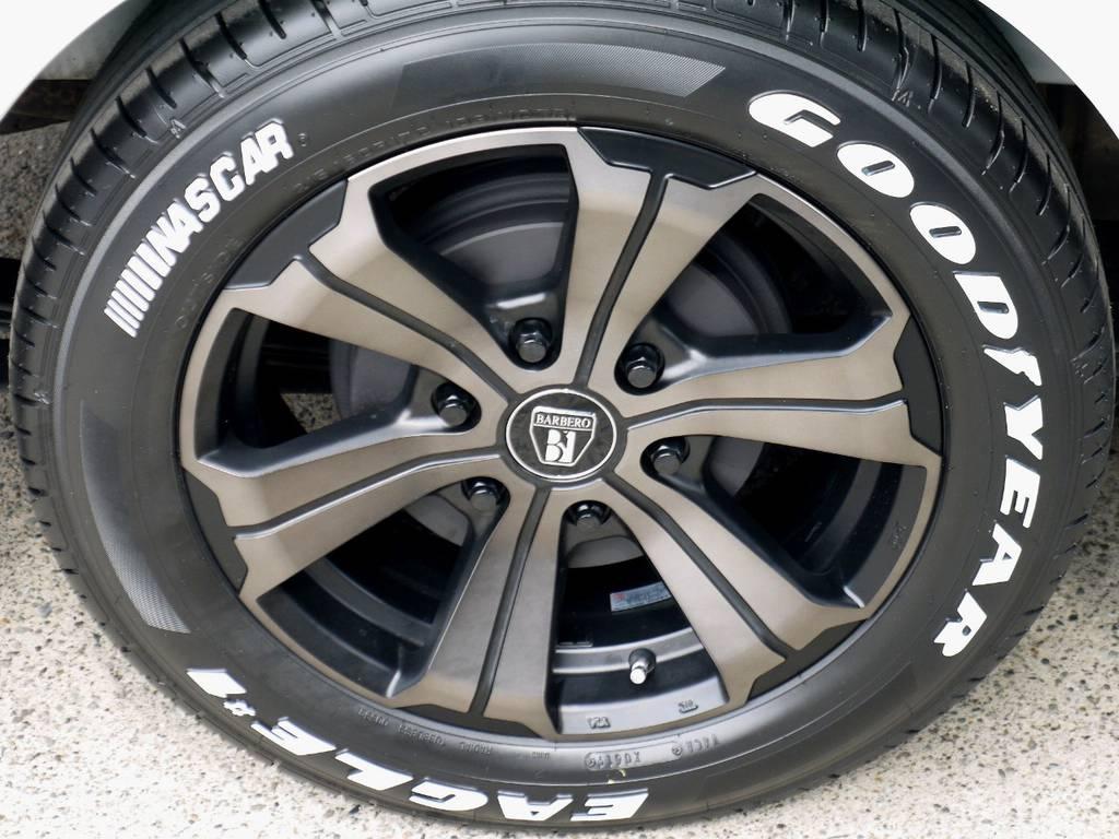 足元にはフレックスオリジナルカラー アーバングランデ17インチアルミにナスカータイヤをインストール!! | トヨタ ハイエースバン 2.0 スーパーGL ダークプライム ロングボディ ナビパッケージ
