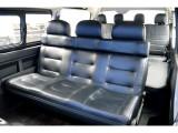 セカンドシートは3人掛けベンチシートに変更!!