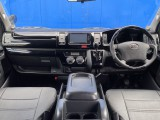 ブラックレザー調シートカバーで高級感を演出!!