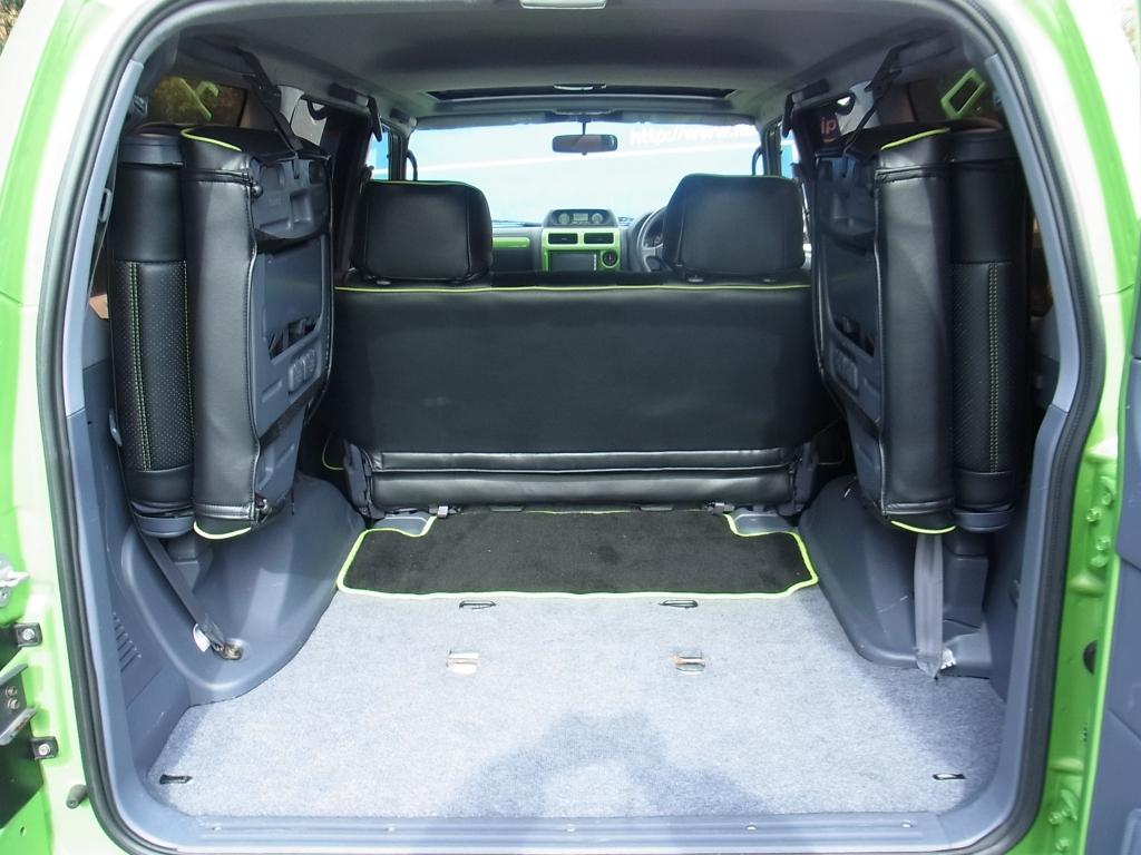 広いラゲッジ! | トヨタ ランドクルーザープラド 2.7 TX リミテッド 4WD COLORBOMB グリーン