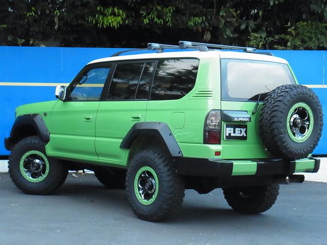 リヤバンパーもボディ同色塗装! | トヨタ ランドクルーザープラド 2.7 TX リミテッド 4WD COLORBOMB グリーン