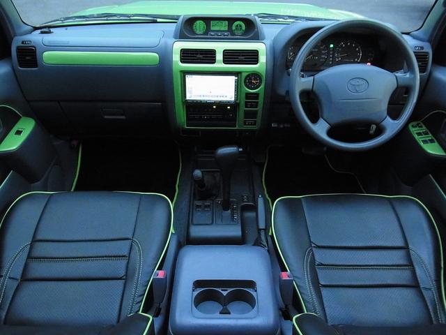 室内もボディ同色に統一! | トヨタ ランドクルーザープラド 2.7 TX リミテッド 4WD COLORBOMB グリーン