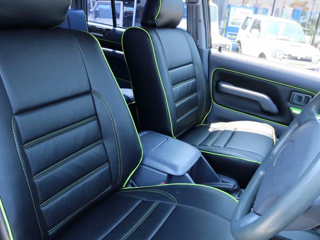 シートはじめインパネや内張りなど全てがデザインされています。 | トヨタ ランドクルーザープラド 3.0 TX ディーゼルターボ 4WD