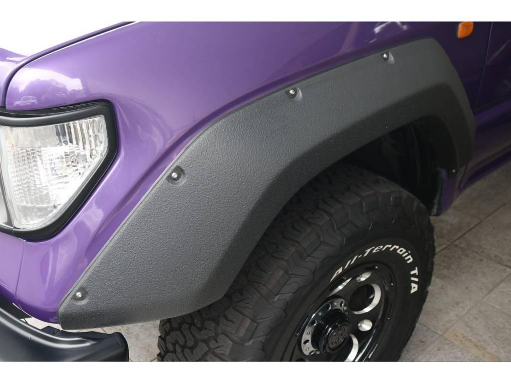 オーバーフェンダーを【アルマジロ】ペイントにて仕上げました。耐久性に優れた特殊素材仕上げです。 | トヨタ ランドクルーザープラド 2.7 TX リミテッド 4WD COLORBOMB パープル