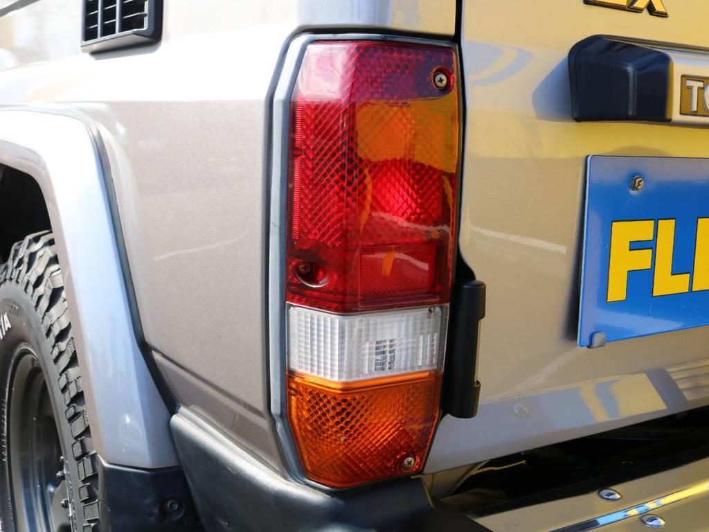 純正テールも黄ばみ等無くキレイな状態です♪社外テールなどのカスタムのご相談もお気軽にスタッフまでお申し付けください! | トヨタ ランドクルーザー70 4.2 ZX ディーゼル 4WD 低走行74 フェンダーミラー ブラV