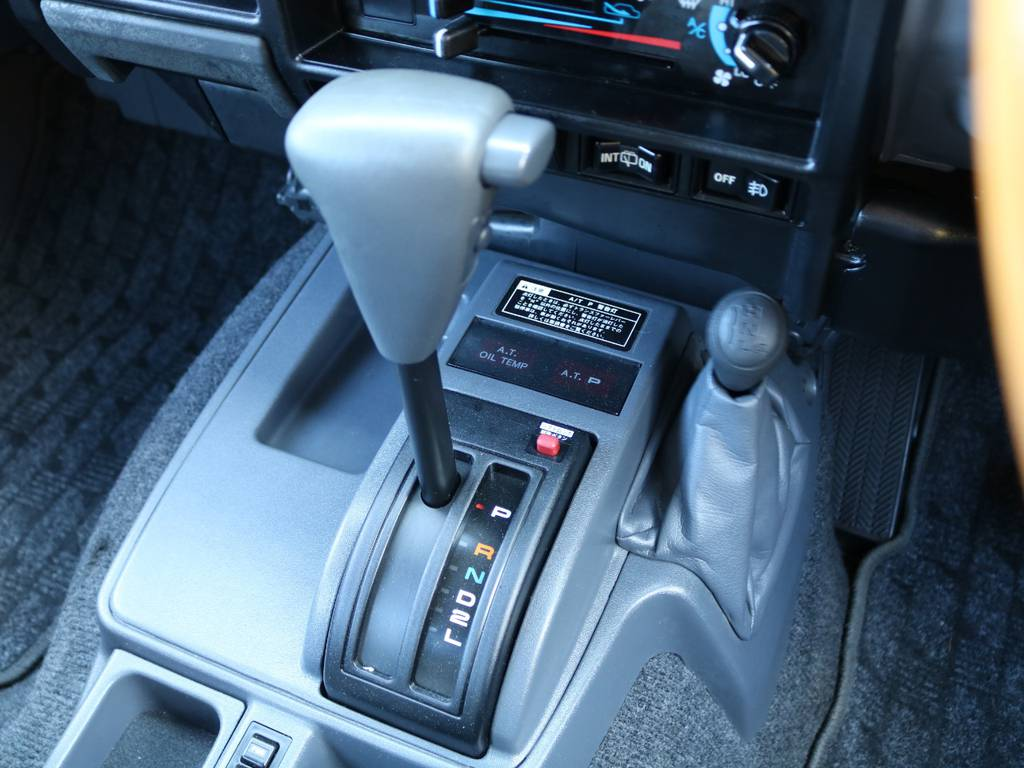 女性も安心のラクラクオートマ車♪ | トヨタ ランドクルーザー70 4.2 ZX ディーゼル 4WD 低走行74 フェンダーミラー ブラV