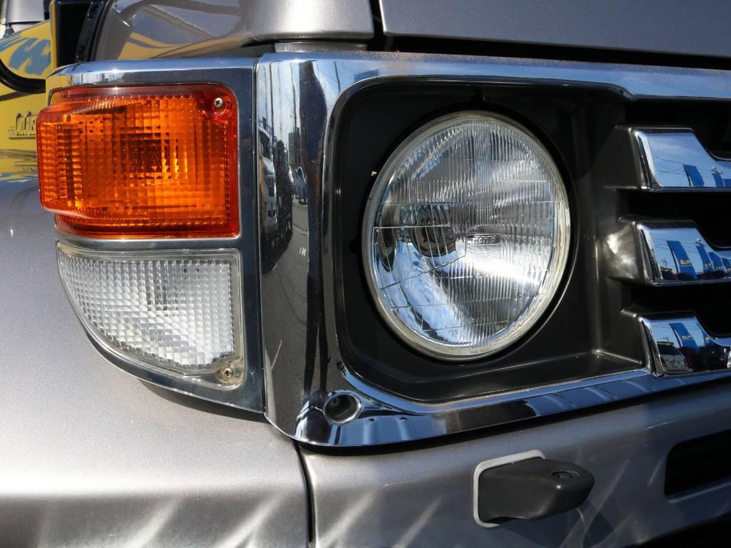 70系特有のヘッドライト回りも綺麗な状態を保っております★ | トヨタ ランドクルーザー70 4.2 ZX ディーゼル 4WD 低走行74 フェンダーミラー ブラV