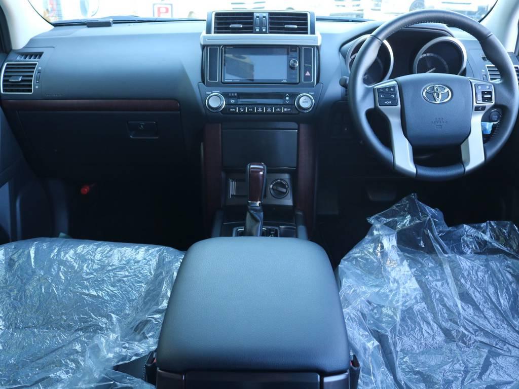 広々したインパネに大きなFガラスで運転視界もグッド!   トヨタ ランドクルーザープラド 2.7 TX Lパッケージ 4WD 新車未登録 モデリスタエアロ