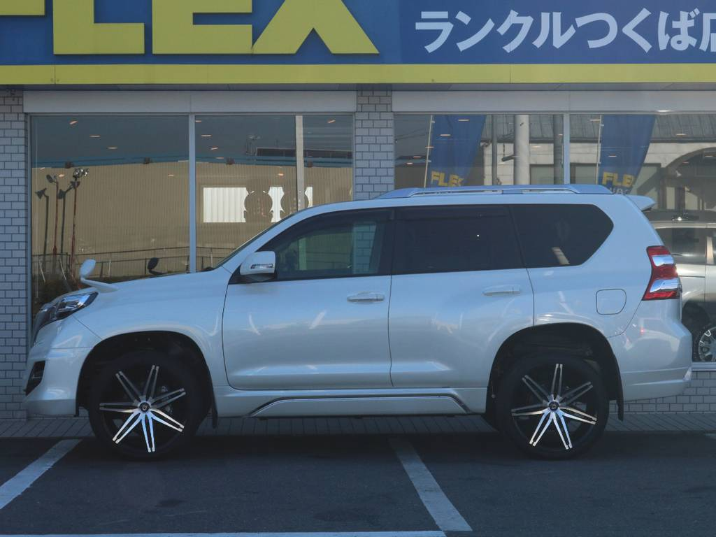 その他カスタムもお任せください!様々なカスタムパーツの取り付け事例もございます!   トヨタ ランドクルーザープラド 2.7 TX Lパッケージ 4WD 新車未登録 モデリスタエアロ