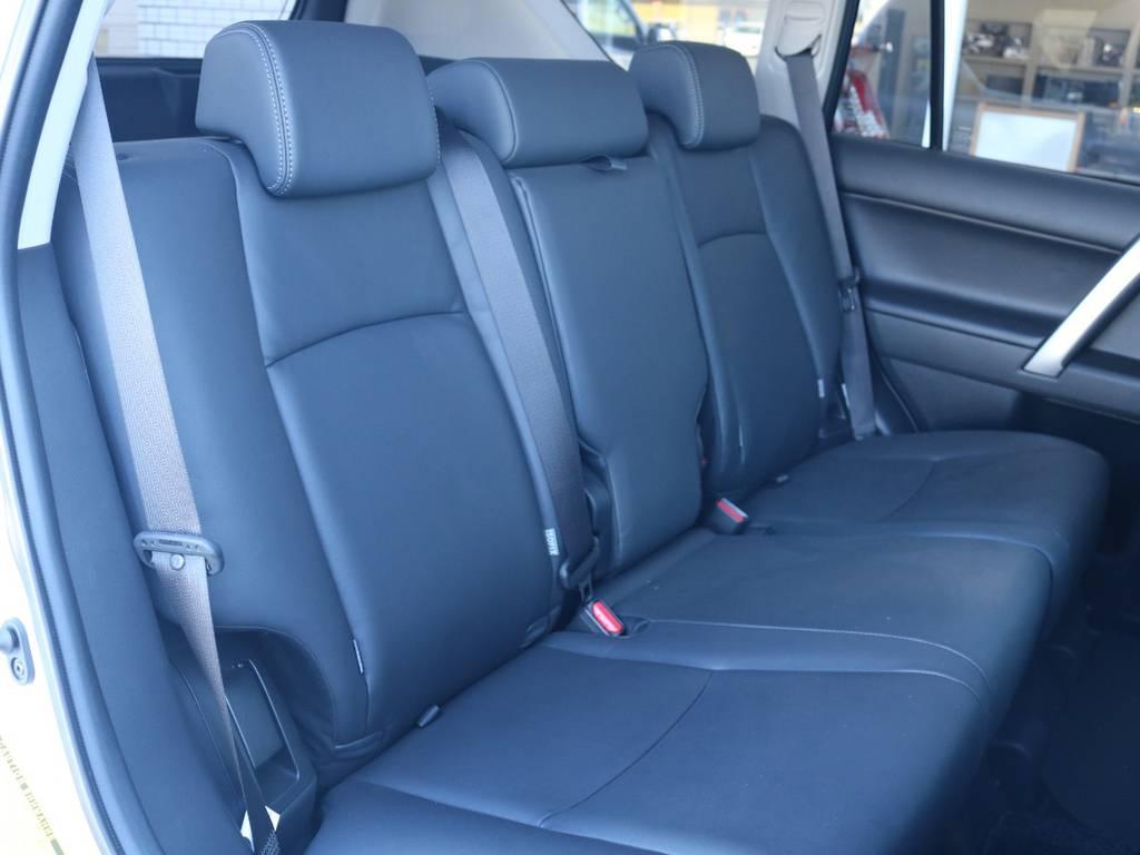 広々したセカンドシート!チャイルドシートもシートベルト固定はもちろんのことISOFIXにも対応!   トヨタ ランドクルーザープラド 2.7 TX Lパッケージ 4WD 新車未登録 モデリスタエアロ