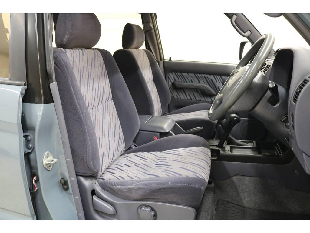 運転席/助手席共に綺麗な状態が保たれております♪ | トヨタ ランドクルーザープラド 3.0 TX ディーゼルターボ 4WD