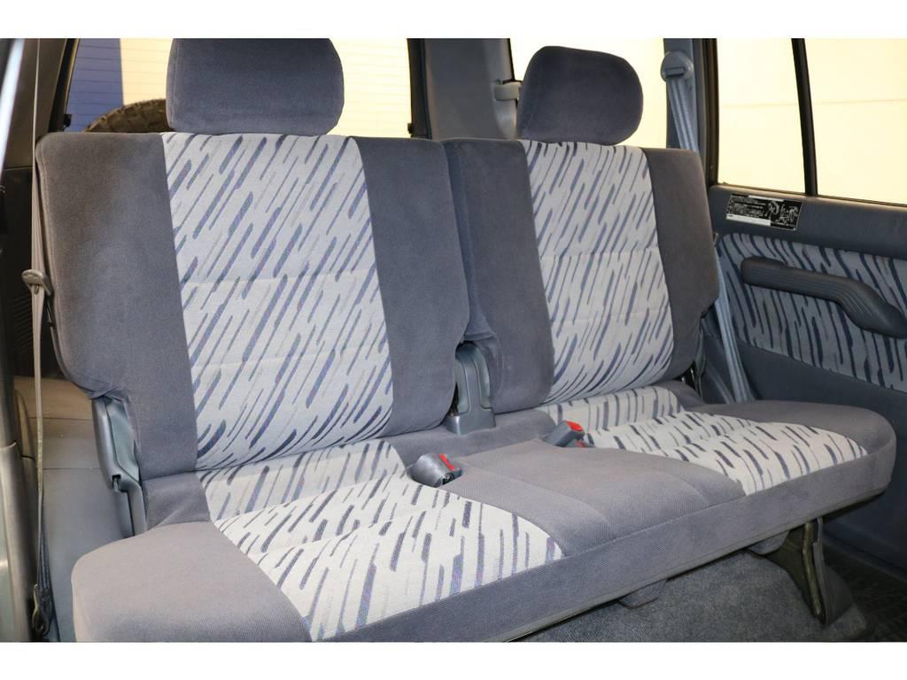 後部座席になります☆ | トヨタ ランドクルーザープラド 3.0 TX ディーゼルターボ 4WD