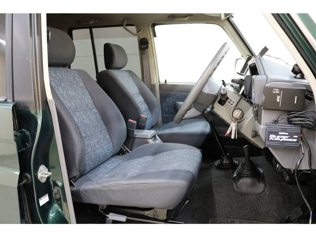 運転席/助手席共に綺麗な状態が保たれております☆