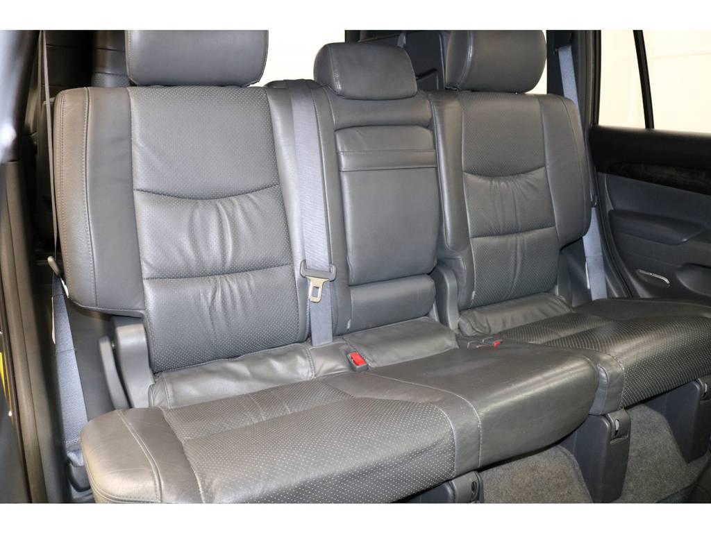 後部座席になります☆ | トヨタ ランドクルーザープラド 3.0 TX リミテッド 60thスペシャルエディション ディーゼルターボ 4WD