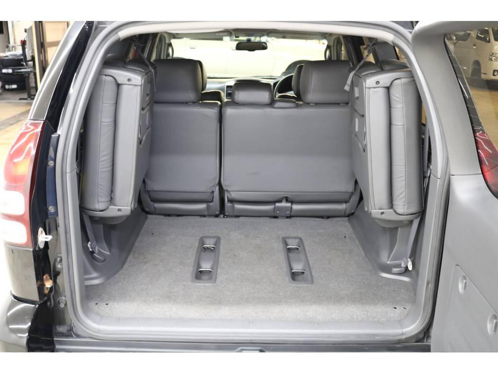 3列目シートは跳ね上げ式となりますので荷室も確保出来ます♪ | トヨタ ランドクルーザープラド 3.0 TX リミテッド 60thスペシャルエディション ディーゼルターボ 4WD