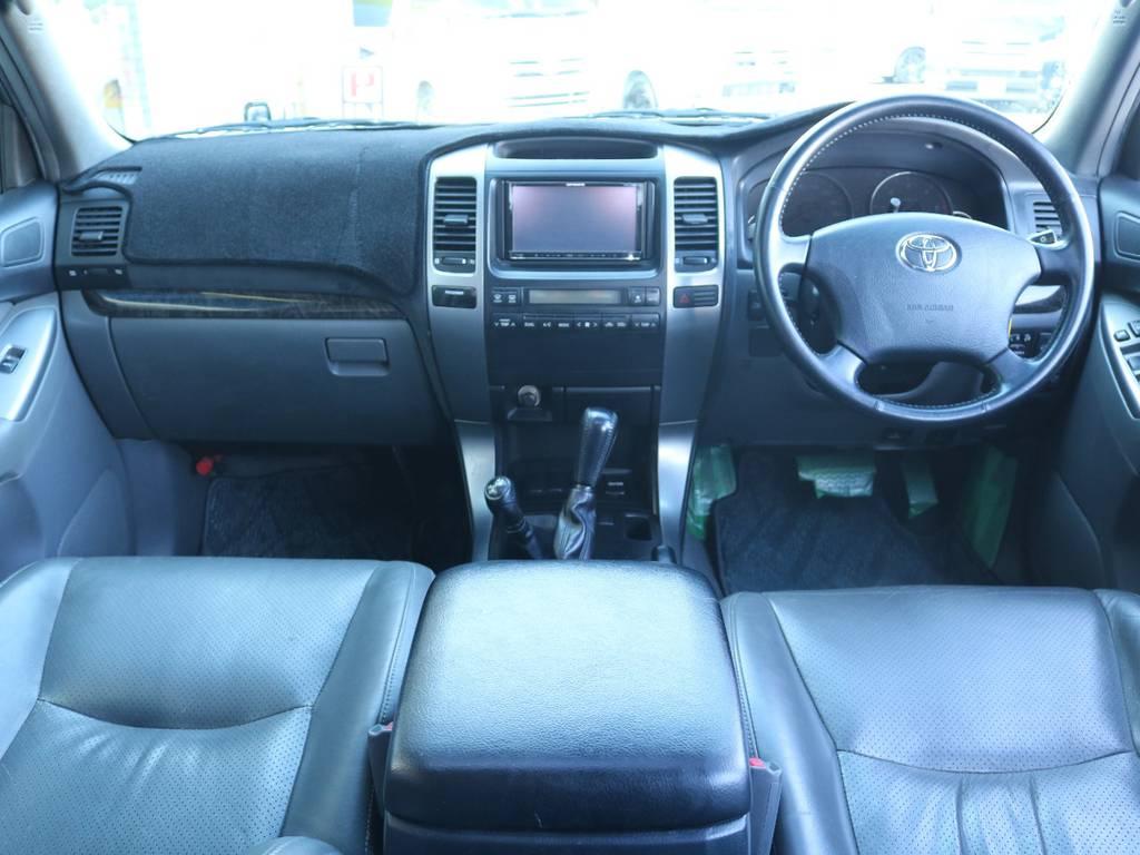 広々したインパネに大きなFガラスで運転視界もグッド!   トヨタ ランドクルーザープラド 3.0 TX リミテッド 60thスペシャルエディション ディーゼルターボ 4WD