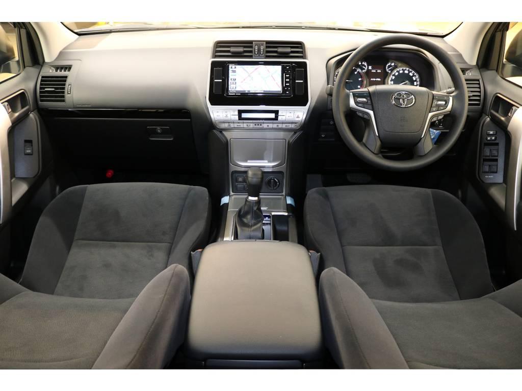 内装グレー基調☆汚れも目立ちにくい人気のカラーです♪ | トヨタ ランドクルーザープラド 2.8 TX ディーゼルターボ 4WD 新車未登録 7人乗り