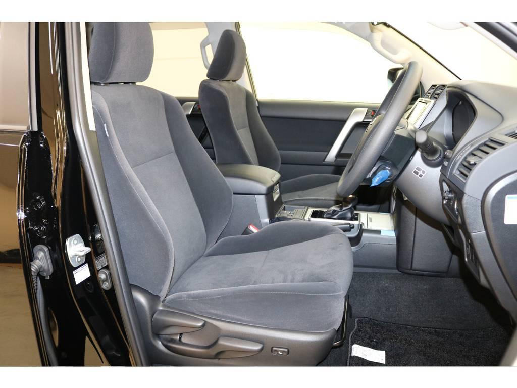 座り心地の良いモケットシート☆ | トヨタ ランドクルーザープラド 2.8 TX ディーゼルターボ 4WD 新車未登録 7人乗り