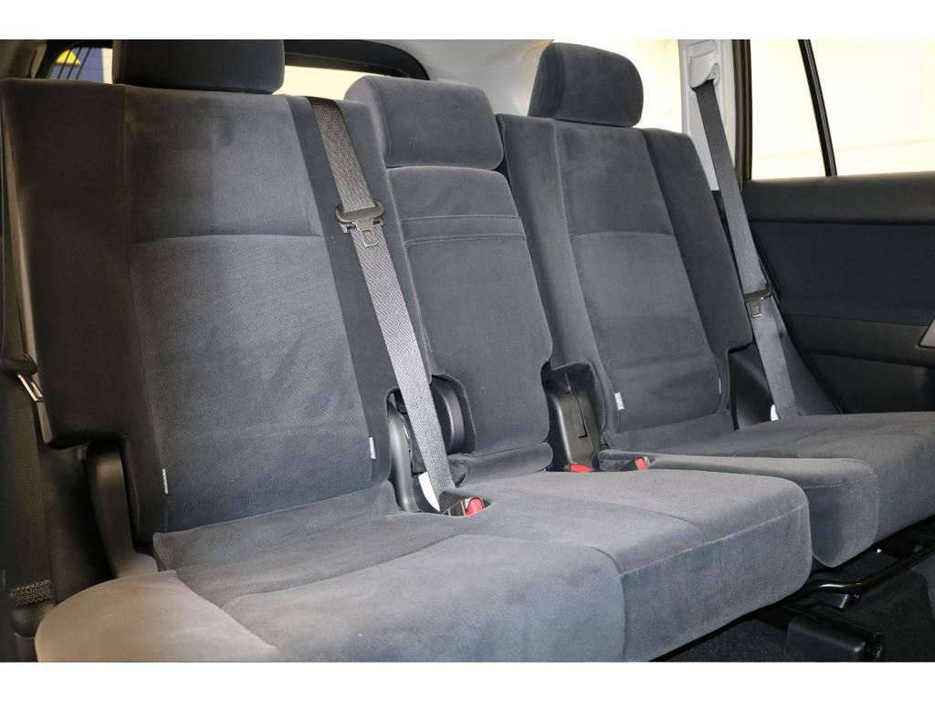 2列目は大人の方でもゆったりとお座り頂けます♪ | トヨタ ランドクルーザープラド 2.8 TX ディーゼルターボ 4WD 新車未登録 7人乗り