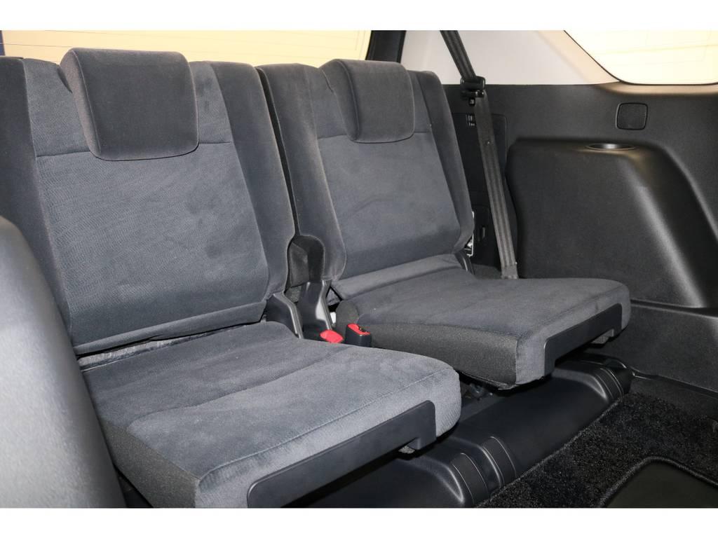 3列目シートになります☆収納式で荷室を確保する事も可能です♪ | トヨタ ランドクルーザープラド 2.8 TX ディーゼルターボ 4WD 新車未登録 7人乗り