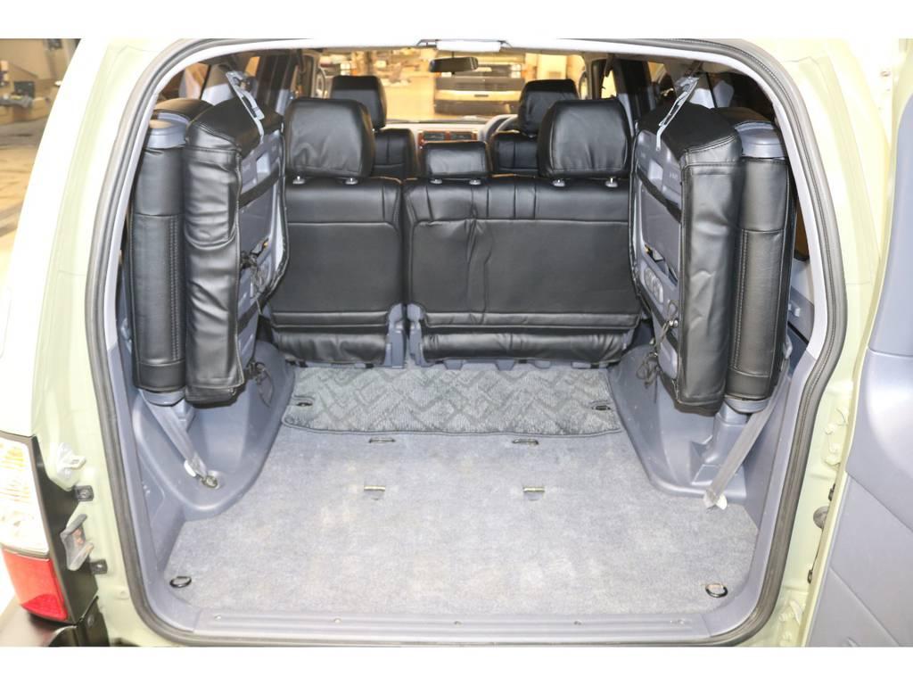 3列目シートは跳ね上げ式となりますので荷室も確保出来ます♪ | トヨタ ランドクルーザープラド 2.7 TX リミテッド 4WD
