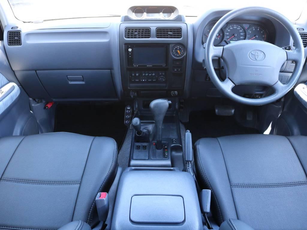 広々したインパネに大きなFガラスで運転視界もグッド! | トヨタ ランドクルーザープラド 2.7 TX 4WD 丸目 ナロー