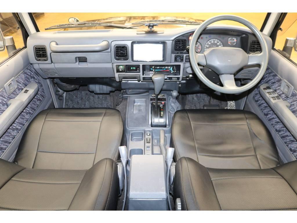 内装は当店にてルームクリーニング済みとなりますので綺麗な状態です♪   トヨタ ランドクルーザープラド 3.0 SXワイド ディーゼルターボ 4WD