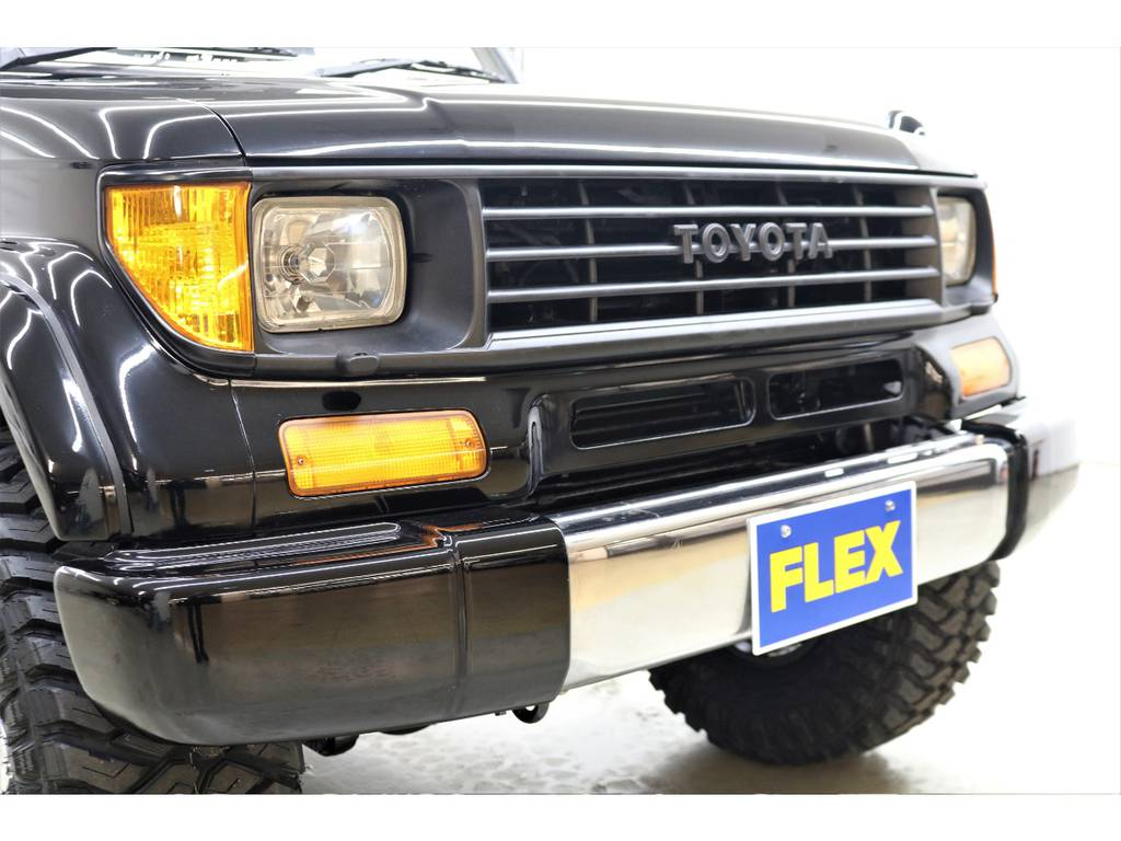 フロントグリルはブラックアウトで引き締まっております♪   トヨタ ランドクルーザープラド 3.0 SXワイド ディーゼルターボ 4WD