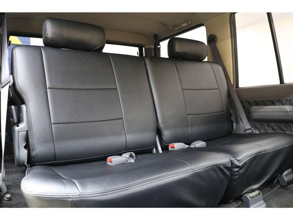 後部座席になります☆   トヨタ ランドクルーザープラド 3.0 SXワイド ディーゼルターボ 4WD