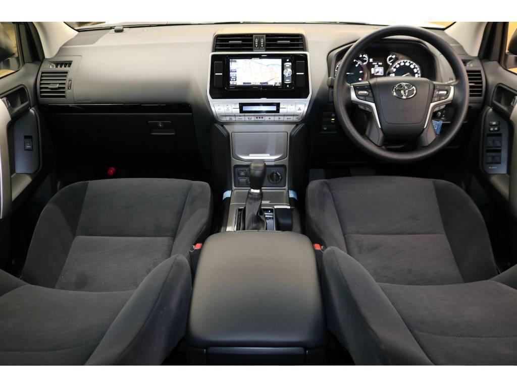 内装グレー基調☆汚れも目立ちにくい人気のカラーです♪ | トヨタ ランドクルーザープラド 2.8 TX ディーゼルターボ 4WD 5人