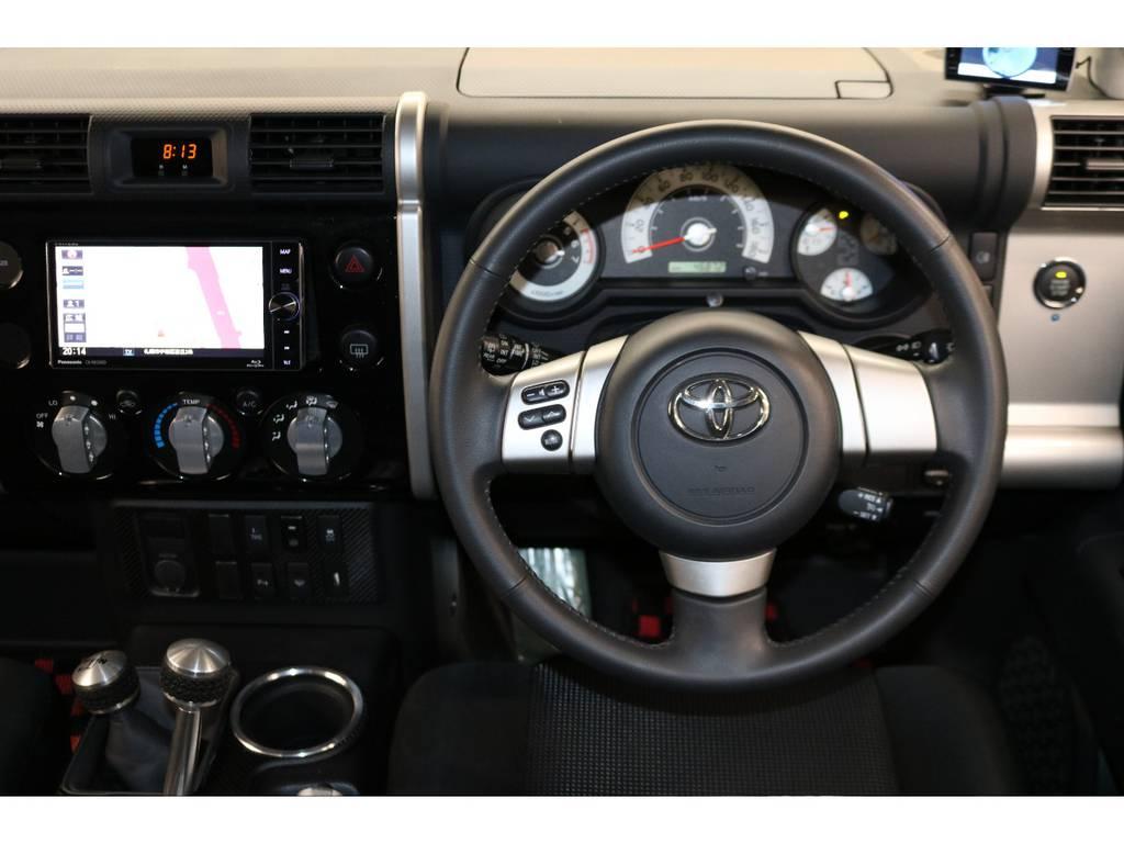 純正ハンドルの状態は良好です♪ | トヨタ FJクルーザー 4.0 カラーパッケージ 4WD