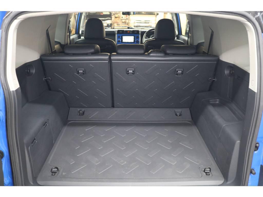 ラゲッジルームは広々と荷物が沢山積めます♪ | トヨタ FJクルーザー 4.0 カラーパッケージ 4WD