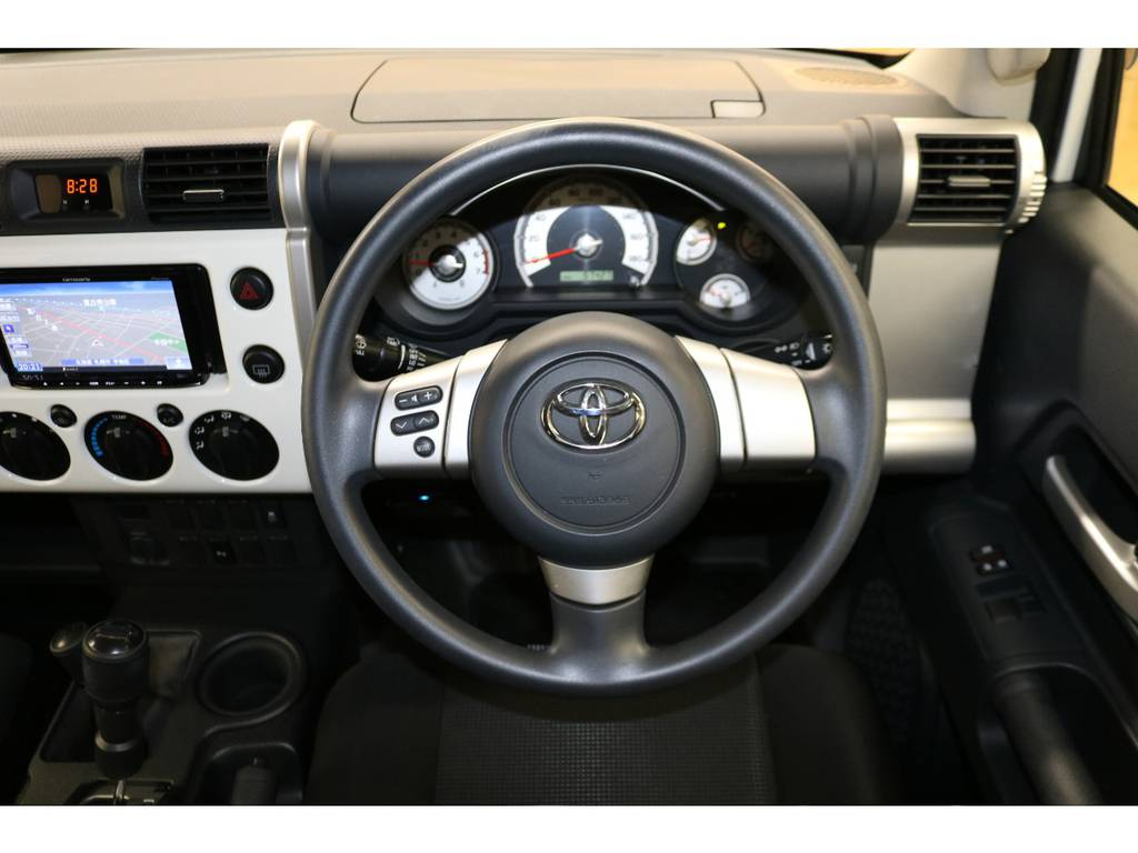 純正ステアリングの状態も良好です♪ | トヨタ FJクルーザー 4.0 4WD トレイル仕様 2インチUP