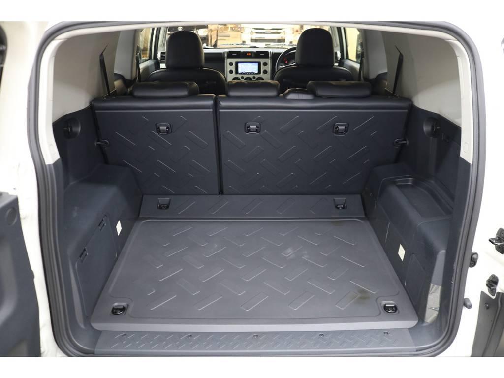 ラゲッジルームは広々と荷物がたくさん積めます♪ | トヨタ FJクルーザー 4.0 4WD トレイル仕様 2インチUP
