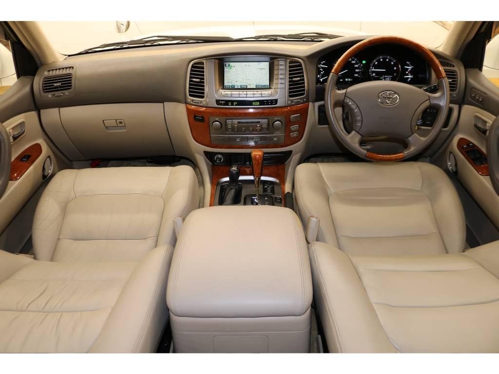 内装は当店にてルームクリーニング済みとなりますので綺麗な状態です♪   トヨタ ランドクルーザーシグナス 4.7 4WD