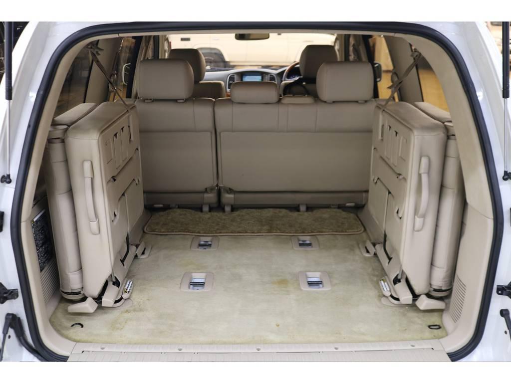 3列目シートは跳ね上げ式となりますので荷室も確保できます♪   トヨタ ランドクルーザーシグナス 4.7 4WD