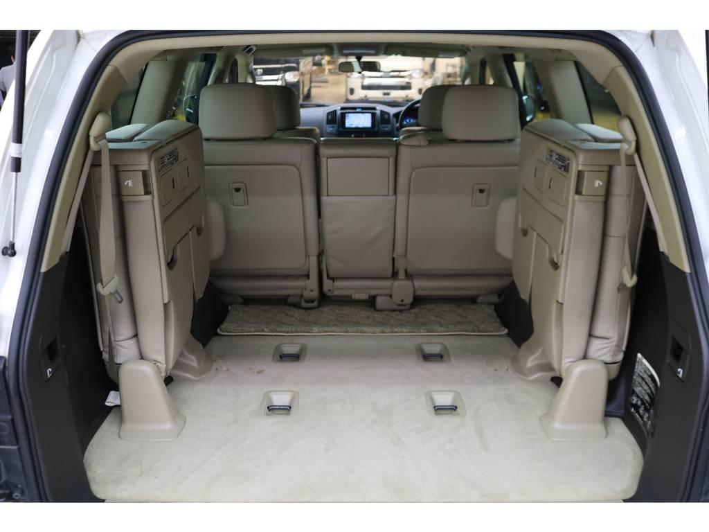 3列目シートは跳ね上げ式となりますので荷室も確保できます♪ | トヨタ ランドクルーザー200 4.7 AX Gセレクション 4WD