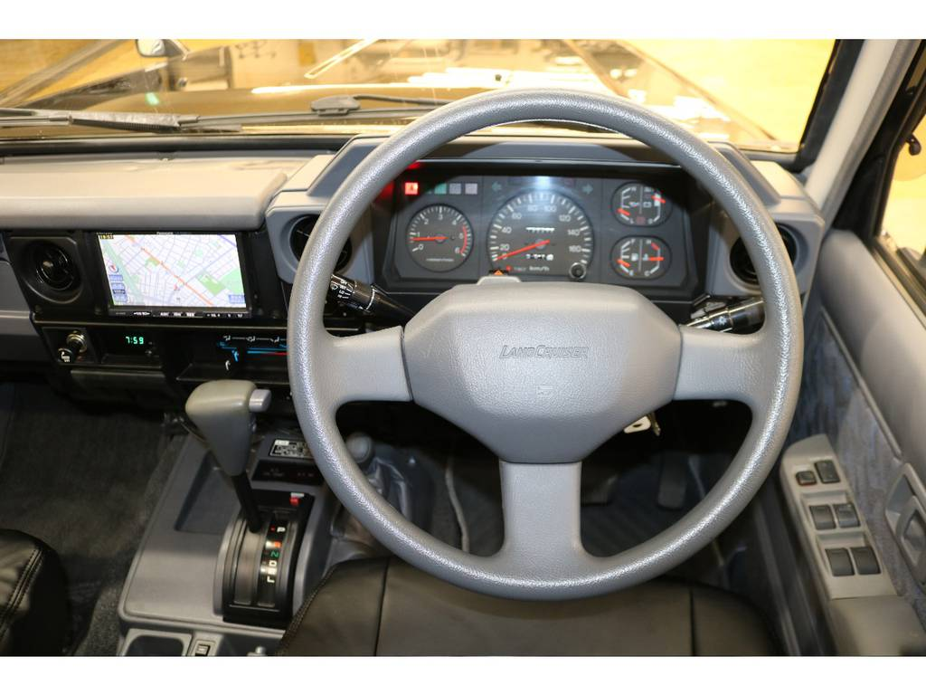 純正ステアリングの状態も良好です♪   トヨタ ランドクルーザー70 4.2 ZX ディーゼル 4WD