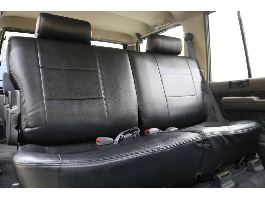 後部座席になります☆ | トヨタ ランドクルーザープラド 3.0 SXワイド ディーゼルターボ 4WD